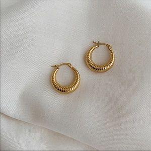 BERMUDA ✨ Gold Vintage Dainty Hoop Earrings